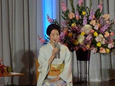 岡崎女子短期大学創立50周年記念行事 檀ふみ氏のトークショーが開催されました。