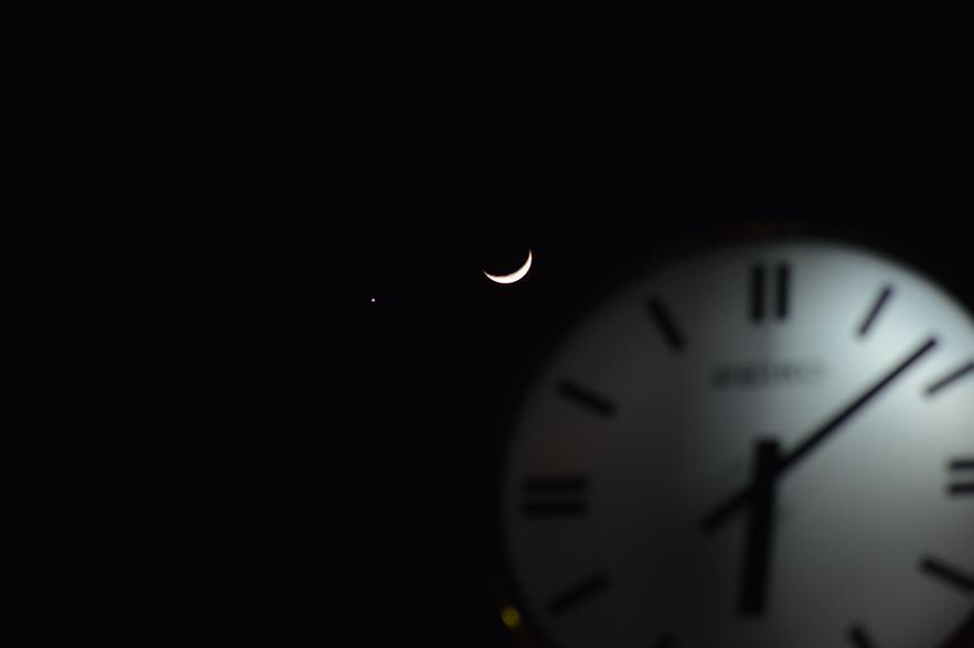★星空情報★1/2三日月が金星と大接近:画像1