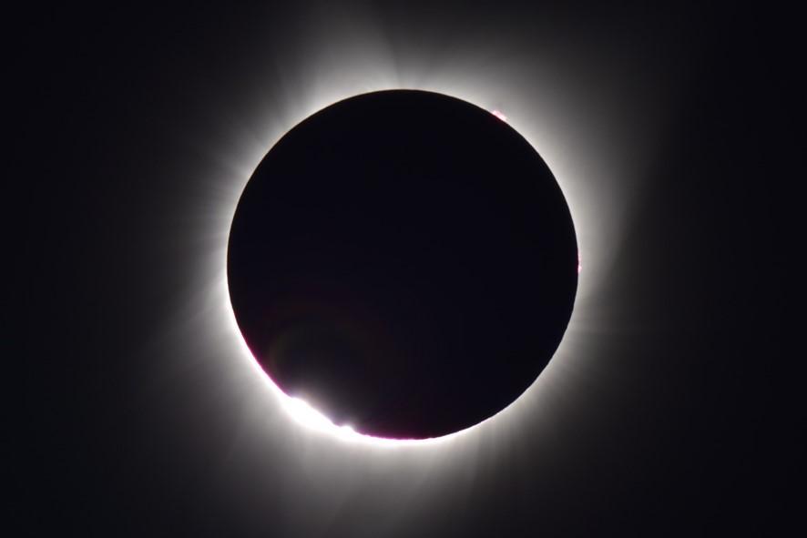 8/26土、中日新聞朝刊で「皆既日食くっきり撮影」と紹介:画像1