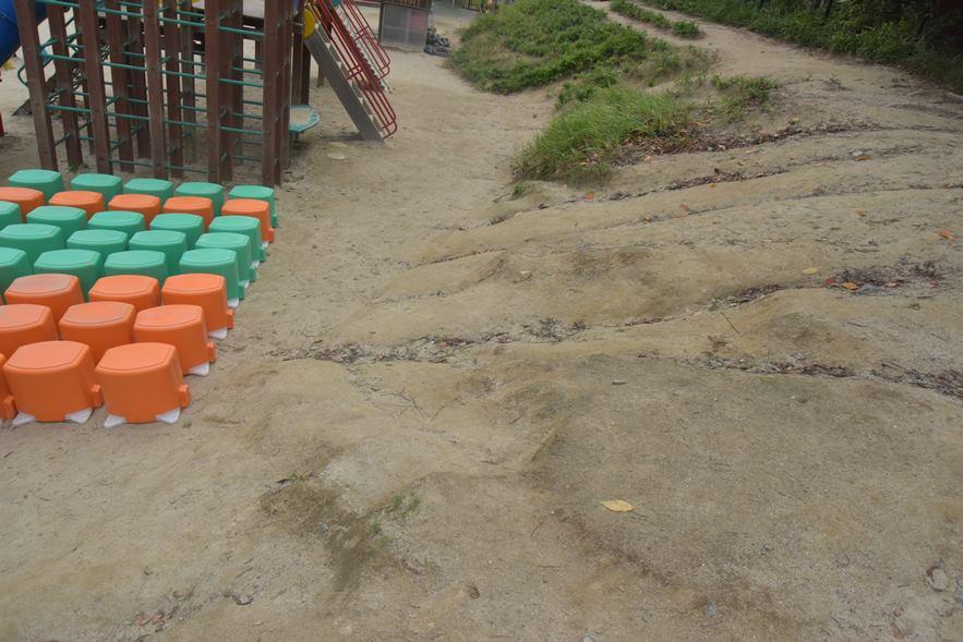 園庭の斜面補修工事を行いました。:画像3
