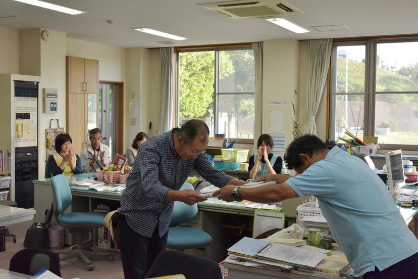園バス運転手久野直之さんが交通安全功労者等表彰式で感謝状を授与:画像2