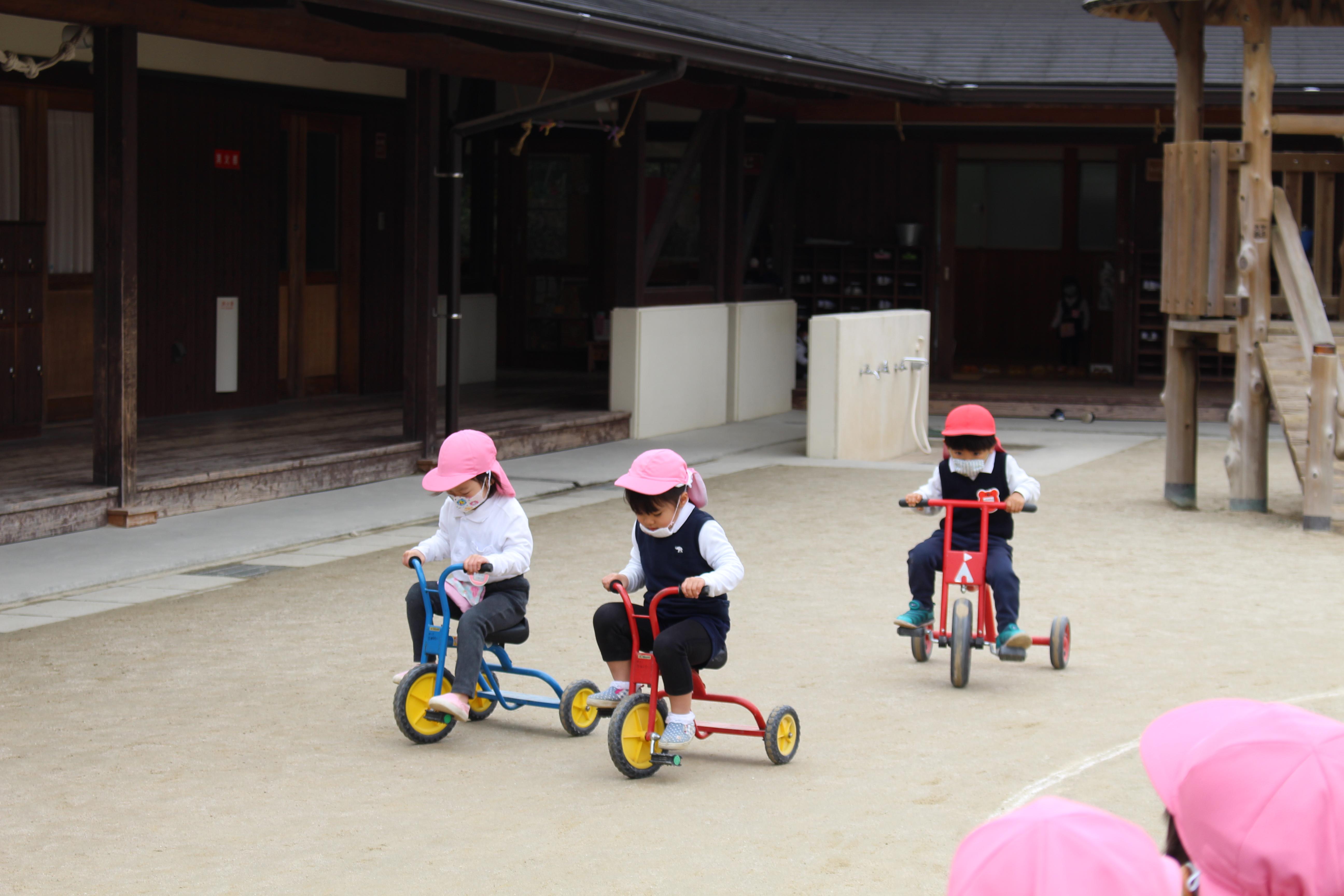 ◇年少◇三輪車、スクーターで遊んだよ!:画像2