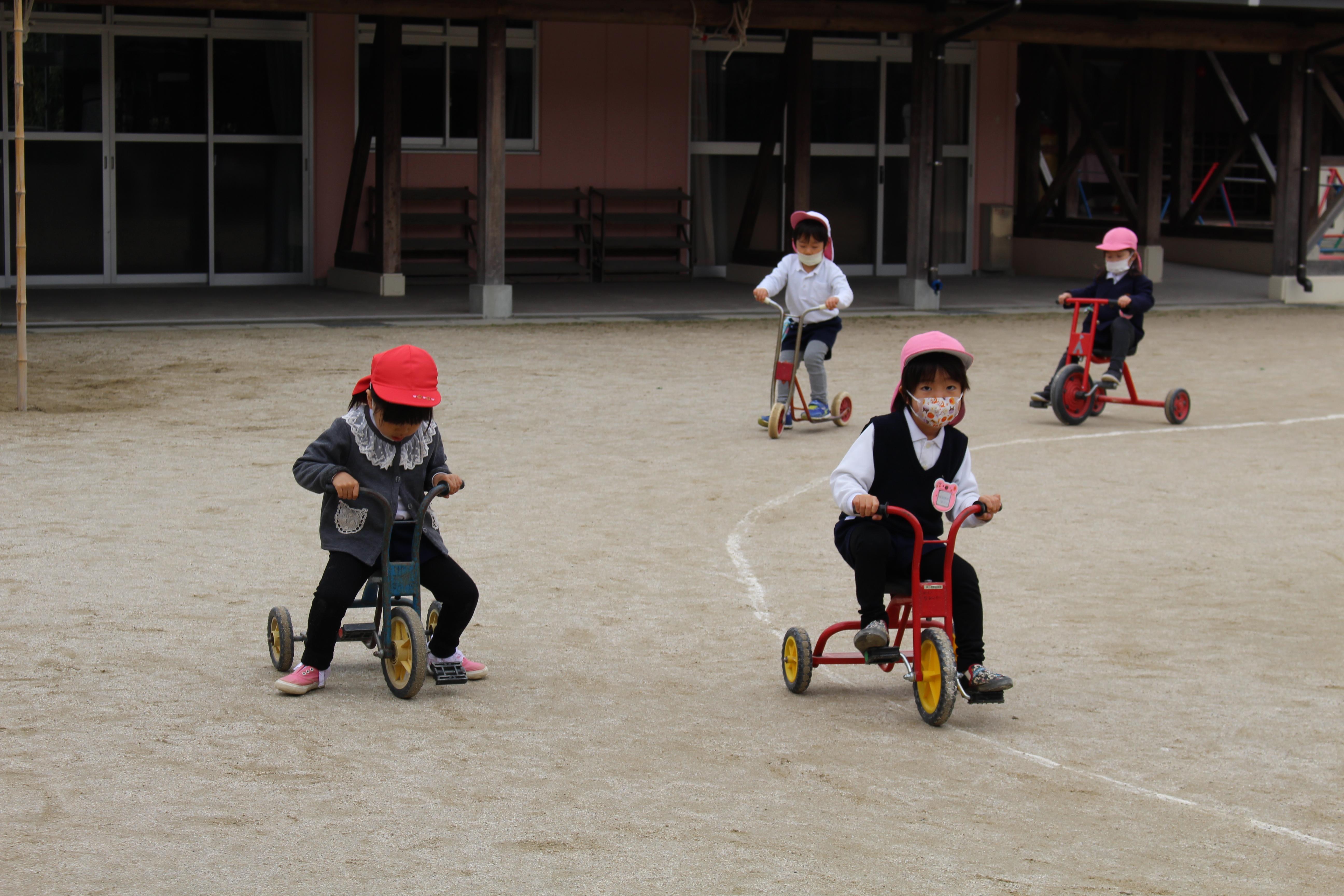 ◇年少◇三輪車、スクーターで遊んだよ!:画像3