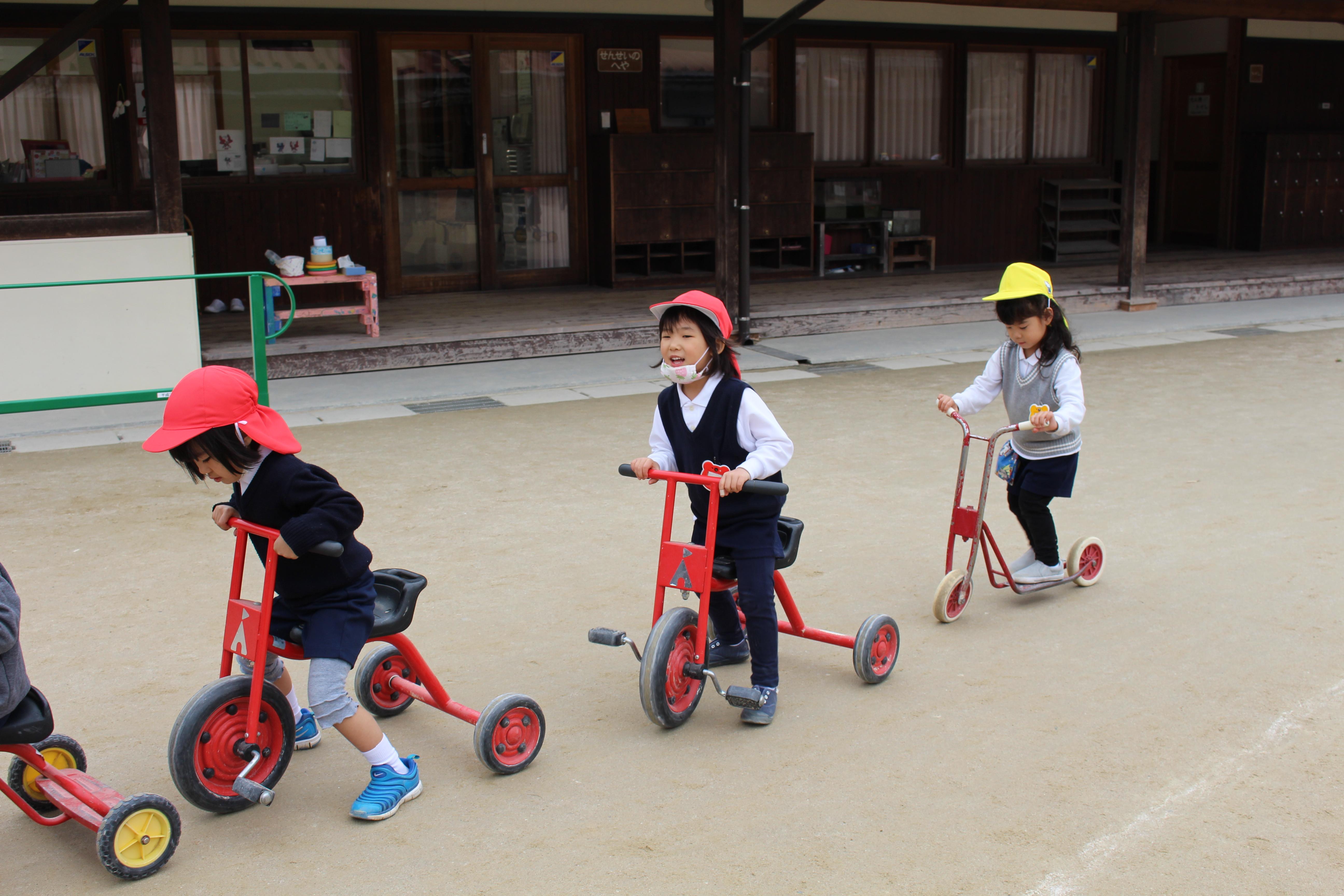 ◇年少◇三輪車、スクーターで遊んだよ!:画像5