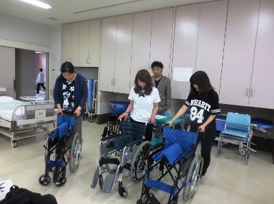 ミニ講座「施設実習(障害系)で役立つ車イスの操作法」