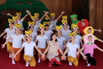ダンス部が岡崎城内にある能楽堂で踊りました:画像3