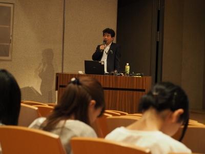 愛知労働局の方をお招きし、講演をしていただきました。