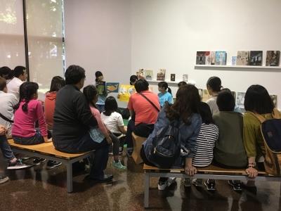 サークル「ホビット」が刈谷市美術館で「えほんのじかん」を行いました