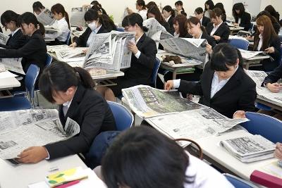 「新聞の読み方講座」:現代ビジネス学科:画像2