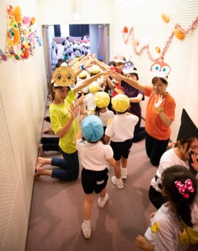 児童文化研究部「はとぽっぽ」が付属幼稚園児を招いて発表会を行いました:画像4