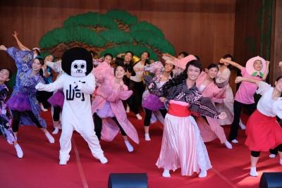 ダンス部が岡崎城内にある能楽堂で踊りました。:画像3