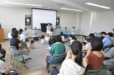 ボランティアサークル「ホビット」が読み聞かせ -せなけいこ展(刈谷市美術館)ー:画像3