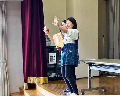 ボランティアサークル「ホビット」が読み聞かせ-第二藤花荘-:画像2