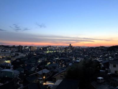 施設紹介② ~野田先生より~「この夕日がみえる場所はどこでしょう?」 :画像1