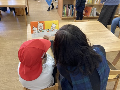 小原ゼミ・鈴木ゼミ 子ども図書室での実践―嫩幼稚園の子どもたちを招いて―:画像2
