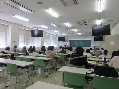3月22日(月)に、学校教育コースの新4年生が教育実習指導Ⅱの授業を受講しました。