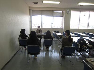 学校教育コースの2、3年生を対象に、対面式のスプリングセミナーを行いました。